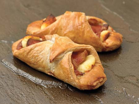 Crantock Bakery: Beef & cheese turnovers